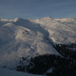 """Im südlichen Graubünden herrscht derzeit """"nur"""" Stufe drei. Hier könnten Touren wie das Großhorn verantwortbar sein.(Foto Pröttel)"""