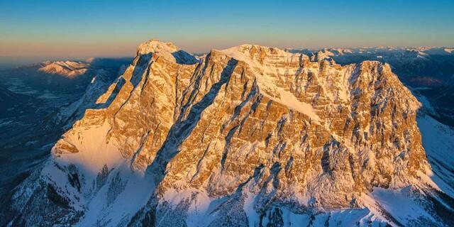 Winterliches Zugspitzmassiv von Westen, Foto: Jörg Bodenbender