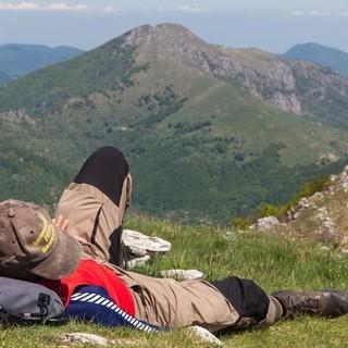 Zeit für eine Pause muss auch mal sein; die Wiesen am Monte Armetta laden ein dazu. Foto: Ingo Röger