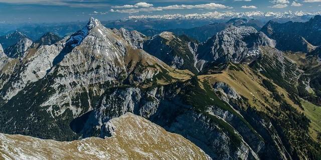 Vom Gamsjoch aus zeigt sich das Sonnjoch als fast unnahbarer Felszahn. Geht aber ganz gut. Foto: Heinz Zak