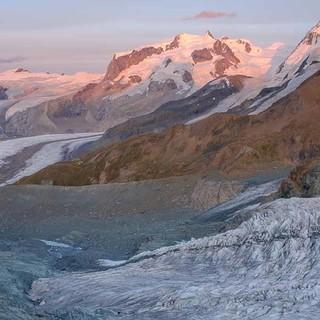 Noch ist der Blick auf  die Gletscherarena zwischen Monte Rosa und Breithorn spektakulär. Foto: Iris Kürschner/powerpress