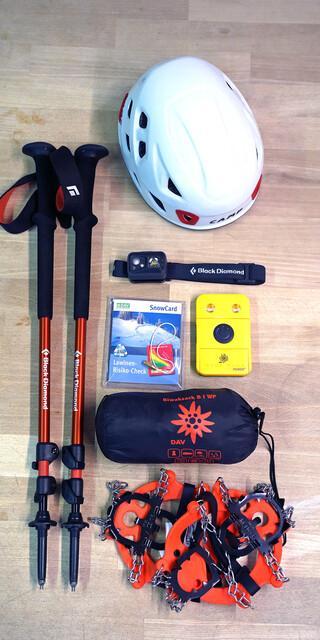 Notfall- und Sicherheitsfeatures sollten in jedem Fall eingepackt werden! Dieses Bild zeigt nur eine Auswahl! Foto: Franziska Simon/Anika Biedermann