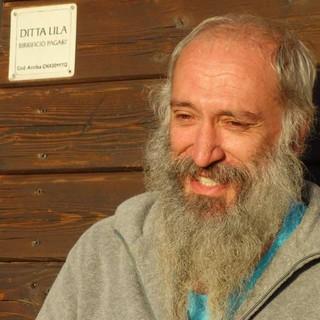 """""""Aladar"""", der ziemlich entspannte Hüttenwirt ist seit über 25 Jahren auf dem Rifugio Pagarì. Foto: Joachim Chwaszcza"""