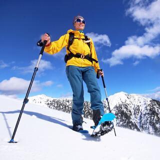 Wenn am Ausgangspunkt der Schnee zu stark abgeschmolzen ist, sind Schneeschuhtouren eine gute Alternative. Foto: DAV/ Pröttel