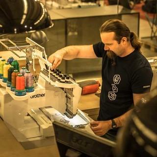 Professionelle Näharbeiten direkt im Laden, Foto: Globetrotter