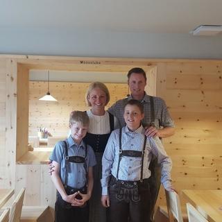 Die Hüttenwirtsfamilie Ofer auf der Neuen Regensburger Hütte, Foto: Martina Ofer