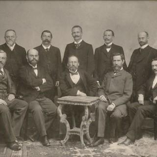 Das erste Foto des DuOeAV-Vereinsvorstandes, um 1900. Copyright: Archiv DAV