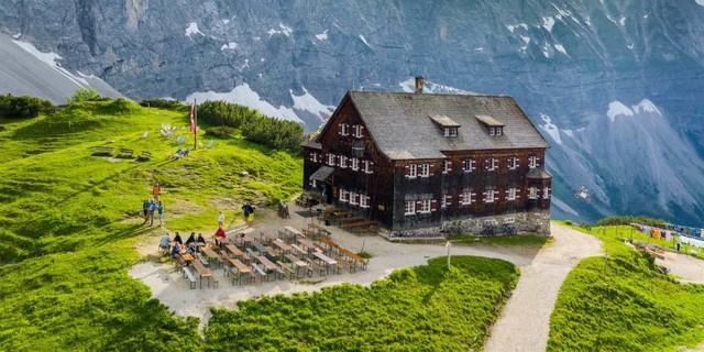 Traumhafte Lage: Die Falkenhütte im Karwendel, Foto: DAV-Sektion Oberland