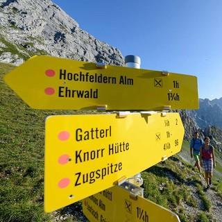 Wegweiser auf der Ehrwalder Alm, Foto: Wolfgang Ehn