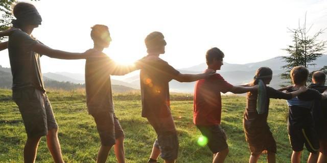 Naturerfahrungsspiel in der Jugendgruppe&#x3B; Foto: Lena Behrendes