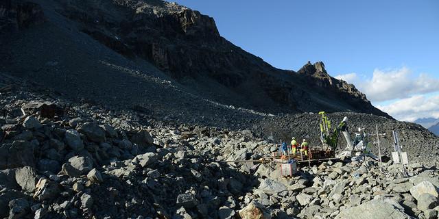 Permafrostuntersuchungen in den Alpen: Blockgletscher Murtel, Engadin. Foto: SLF/M. Phillips