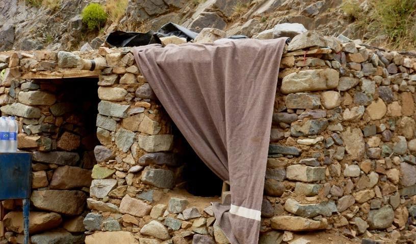 Hirtenhütte - Wo man keinen Fernseher braucht: Viel Komfort haben die Menschen hier nicht.