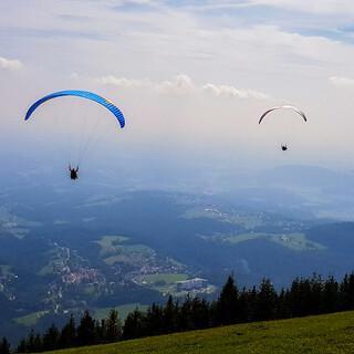Die Kalkwände des Grazer Berglands haben viel zu bieten, egal ob zu Fuß, aus der Luft oder kulturell. Foto: PreTV