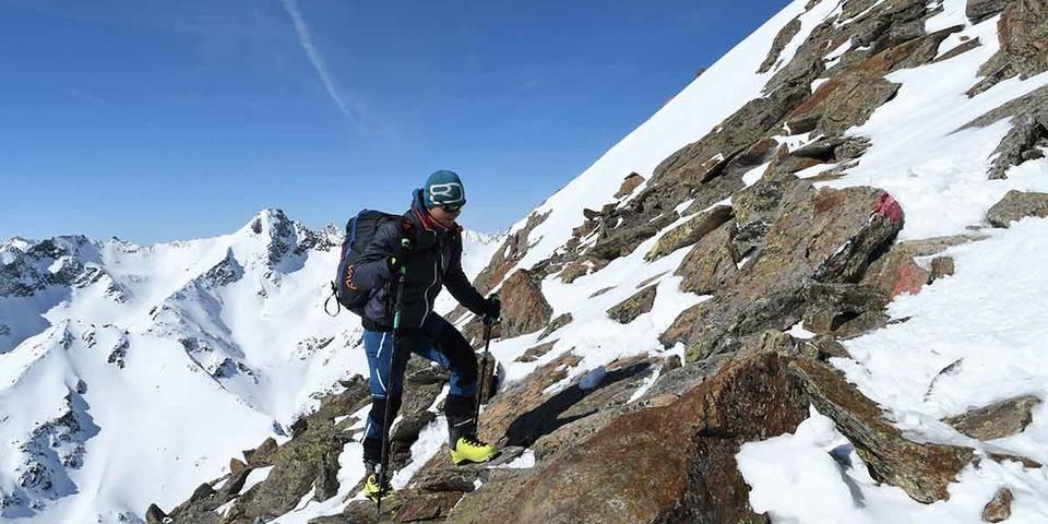 Skidepot und Gipfelbesteigung: auf die Kraspessitzze, den Hausberg der Schweinfurter Hütte. Foto: Stefan Herbke
