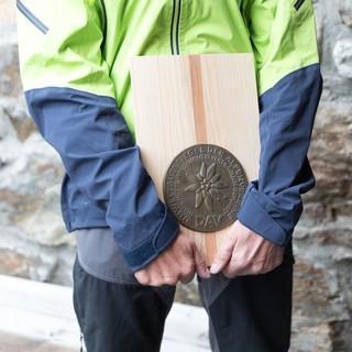 Winnebachseehütte Umweltgütesiegel fest in der Hand DAV Oliver Guse