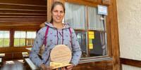 Der Käse von Valeria Steck schmeckt ihren Gästen und der Jury der Galtürer Käseolympiade. Foto: Stefan Herbke