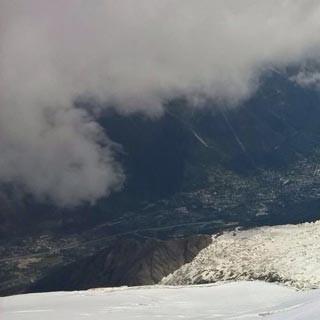 1.6., 12:31 – was für eine Landschaft: kurz oberhalb der Grands-Mulets-Hütte