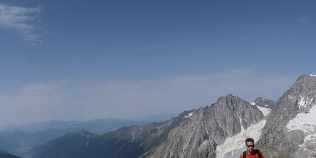 Blick von der Mittleren Ohrenspitze - Trophäenschau: Gipfelblick von der Mittleren Ohrenspitze auf Antholzer Tal, Hochgall und hinten den Schneebigen Nock.