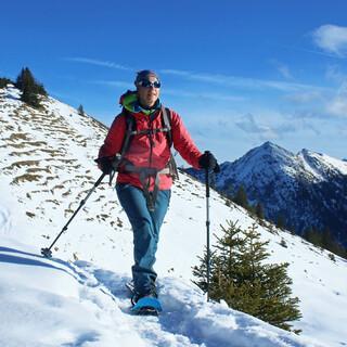 Wegen der inhomogenen Schneelage sind Schneeschuhtouren derzeit keine schlechte Idee. Foto: DAV/Pröttel