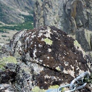 Perfekte Bohrhaken - Genuss à la francaise. Perfekte Bohrhaken sichern viele Touren über dem Val Ferret.