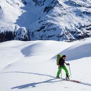 Der Aufstieg zur Valbenairspitze bietet weite Blicke übers Tal. Foto: Markus Stadler