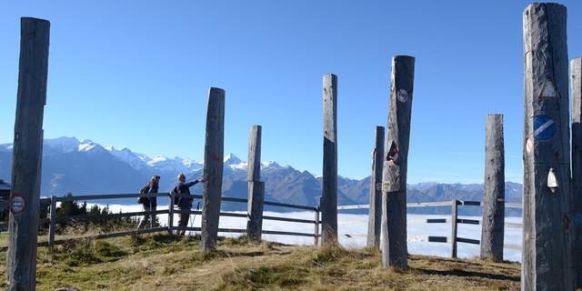 An der Schmittenhöhe hat einen die Zivilisation wieder – sogar mit Kunst neben der Seilbahn. Foto: Andi Dick