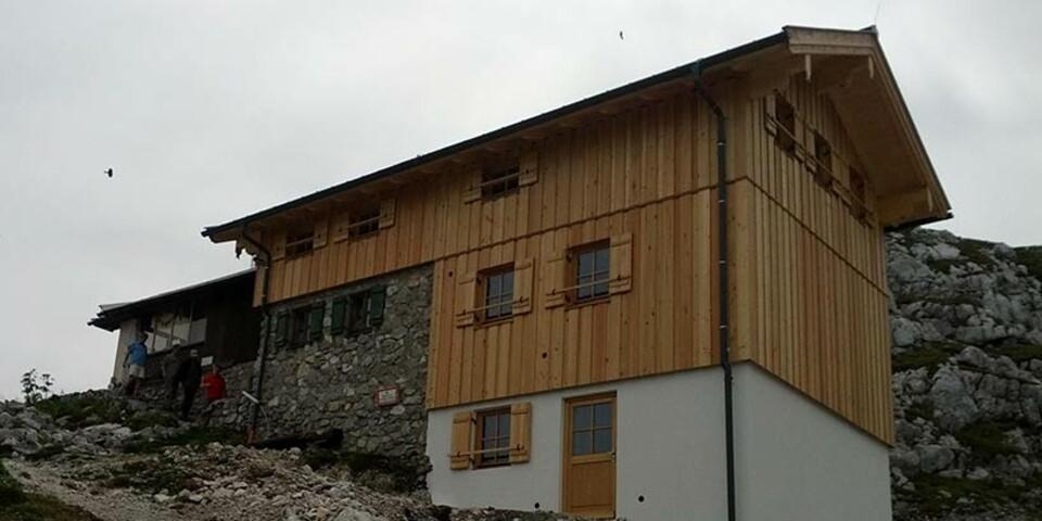 Passauer Hütte - Aufgrund von Behördenauflagen erfolgte eine umfassende Sanierung der Passauer Hütte in den Leoganger Steinbergen. Die Ver- und Entsorgung der Hütte wurde in diesem Zuge auf den neuesten Stand der Technik gebracht.