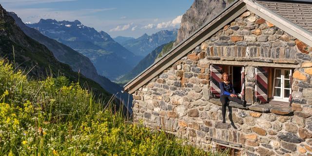 Die Fridolinshütten bieten gemütliche Einkehr beim Abstieg vom Tödi. Foto: Ralf Gantzhorn