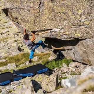 Bouldern in der Steinwüste direkt neben der Hütte, Foto: Christof Ursch
