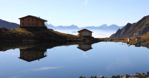 Tiefrastenhütte und Tiefrastensee, Foto: Mark Zahel