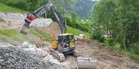 Bagger arbeitet sich auf die untere Ebene vor, 28.05.2020; Foto: Jubi/ Nico Löder