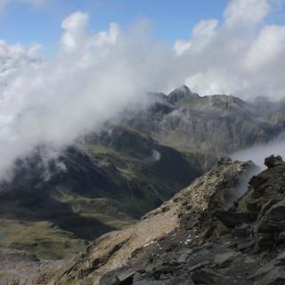 Quellwolken wie hier am Fundusfeiler sollen sich an allen kommenden Nachmittagen schnell bilden. Foto: M. Pröttel