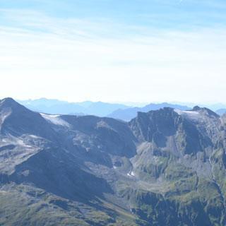 Aufstieg zum Wiesbachhorn - Aufstieg zum Wiesbachhorn mit Schwaigerhaus über dem Mooserboden-See
