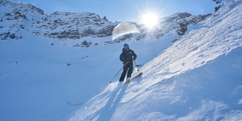 Gute Skifahrer kommen bei der variantenreichen Abfahrt vom Roten Stein auf ihre Kosten. Foto: Thilo Brunner