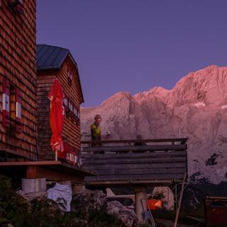Abendlicht als positiver Wetterbericht: bei der Hofpürglhütte; Foto: Iris Kürschner