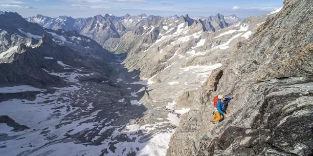 Tief unter der Südwand liegt das lange Zustiegstal. Foto: DAV / Silvan Metz