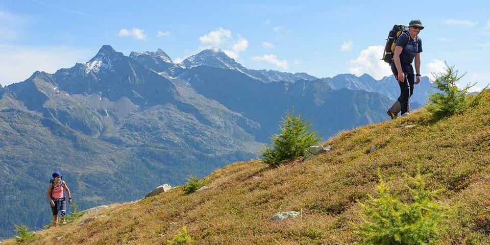 Gewaltige Höhenunterschiede trennen die Fast-Dreitausender von den Talfurchen. Foto: Folkert Lenz