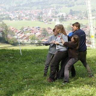 Gruppe zieht gemeinsam an einem Strang. Foto: Sunnyi Mews