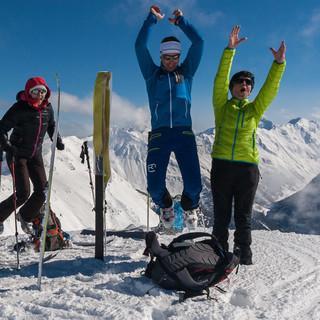 Viele kleinere Gipfel bei der Jaufenpasstour geben Anlass für Jubelhüpfer. Foto: Ingo Röger