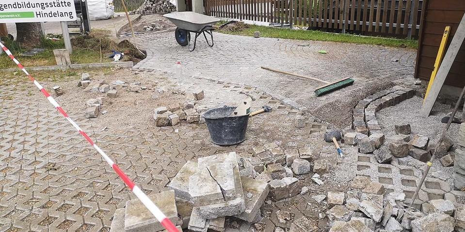 Ein neues Pflaster für den Jubi Eingang, 04.06.2020; Foto: Jubi/ Timo Hieronymus