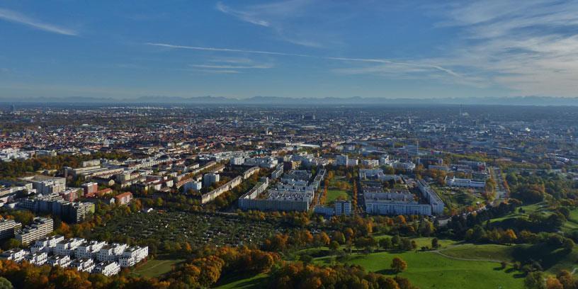 München - Manchmal sieht man von München aus die Berge – das Ziel liegt dahinter.