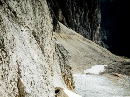 Randkluft - Je nach Jahreszeit und Verhältnissen ist der Übergang vom Gletscher in den Fels unterschiedlich schwierig.