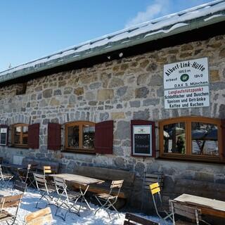 Die Albert-Link-Hütte ist auch im Winter bewirtschaftet; Ende Dezember öffnet sie wieder ihre Türen. Foto: DAV/Marco Kost