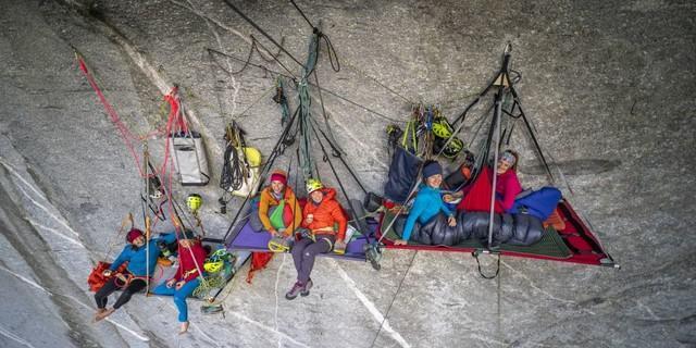 DAV-Expedkader Frauen: Übernachten in einem Portaledge, 2018. Aufnahme Silvan Metz. Copyright: DAV