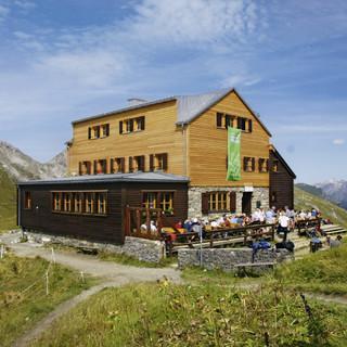 Die Stuttgarter Hütte - eine von über 200 bewirtschafteten Hütten, Foto: Andreas Wörner