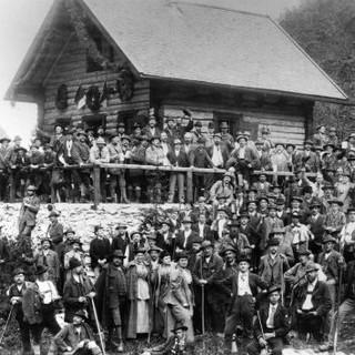 Einweihung Höllentalangerhütte 1894 c DAV Archiv Haus des Alpinismus klein