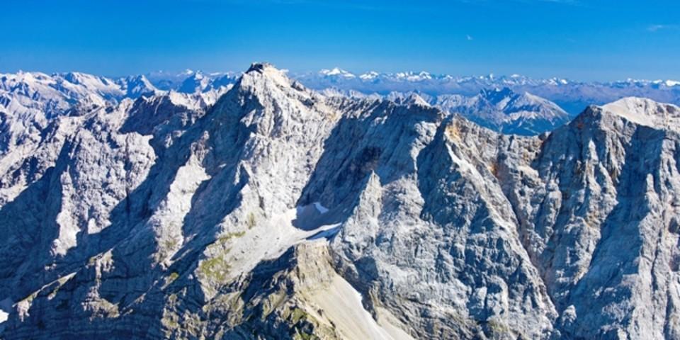 Österreichisches Schneekar - Die kürzeste Route führt vom Eibsee oder Ehrwald auf die Zugspitze, vorbei an der Wiene-Neustädter Hütte.