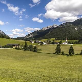 Steinberg am Rofan - Dorfpanorama. Foto: Achensee Tourismus