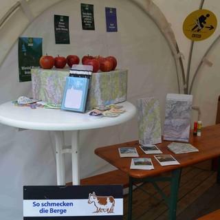 Der DAV-Stand zur eröffnung der Bayerischen Klimawoche auf dem Odeonsplatz