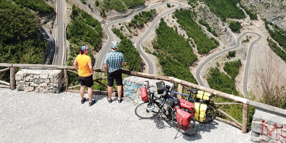 Zwischen Tamare und Han i Hotit führt die Straße SH20 eindrucksvoll durch die Albanischen Alpen. Foto: Thorsten Brönner